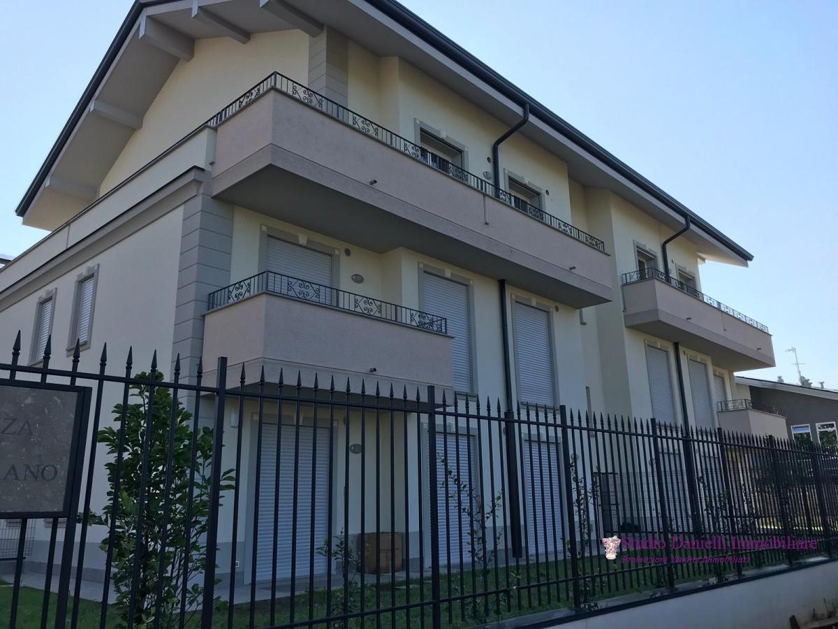 Appartamento vendita CARATE BRIANZA (MI) - 5 LOCALI - 240 MQ